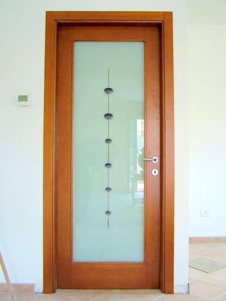 Macs infissi pesaro anta ciliegio e vetro decorata con murrine macs infissi pesaro - Porte in legno con vetro decorato ...